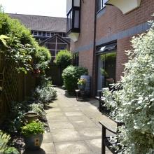 12 - Side garden