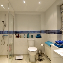 15-example apartment shower room